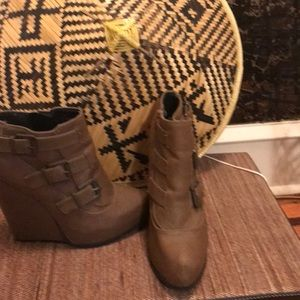 Cupid Wedge High Heel Ankle Boots.  Tan.  Sz 7.